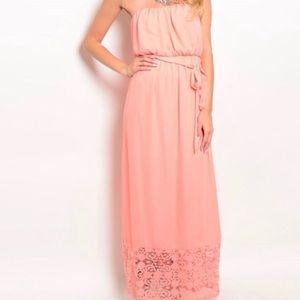 Dresses & Skirts - Pretty in pink maxi dress